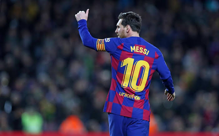 Lionel Messi tells Barcelona he wants to leave on a free transfer