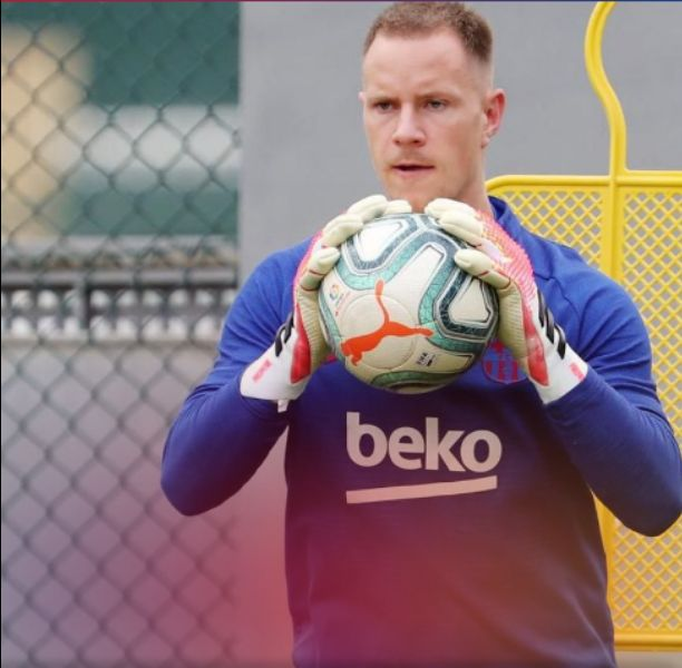 Barcelona goalkeeper ter Stegen undergo knee surgery