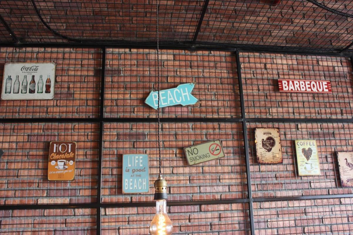 Shawarma Grill House_Decor