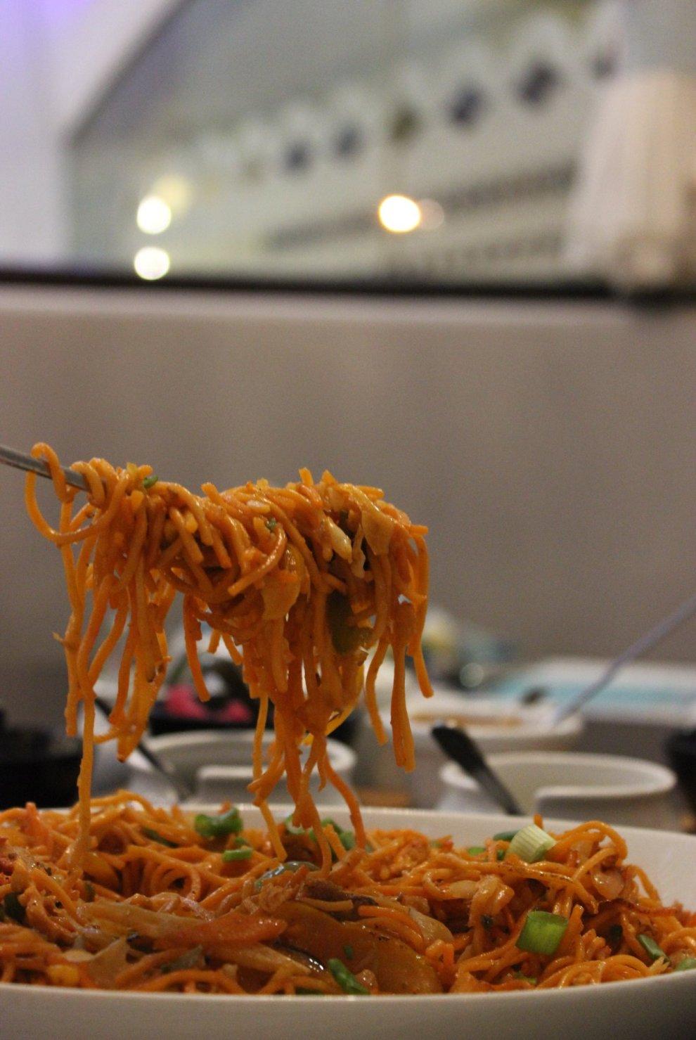 Bhoujan_Chicken Schezwan Noodles