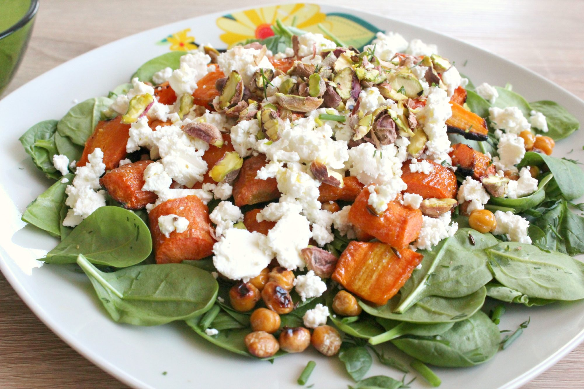 Baby spinach salad with roasted carrots