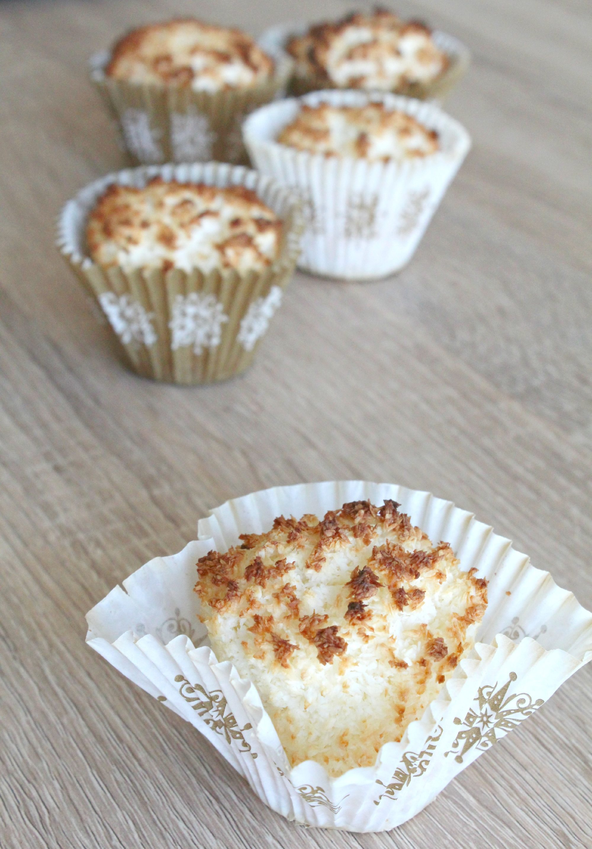 Coconut macaroons cupcakes