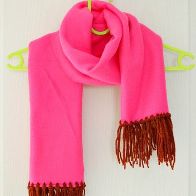 No sew Fleece scarf with yarn fringe