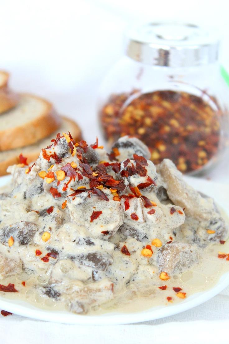 Mushrooms in sour cream sauce