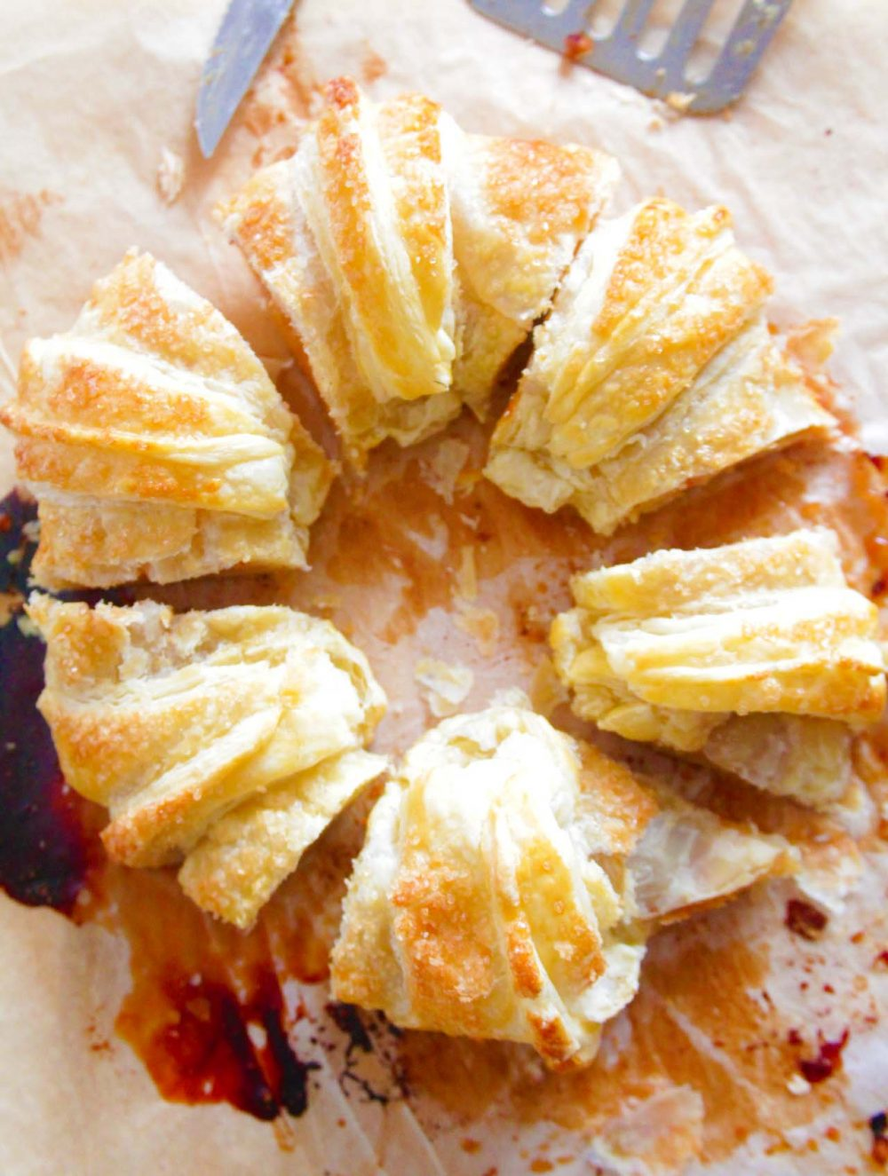 Puff pastry apple ring
