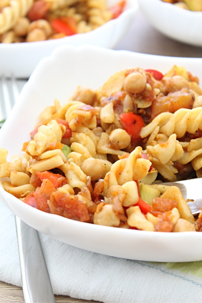 Chickpea pasta recipe with diced tomatoes, red bell pepper, summer squash and garlic