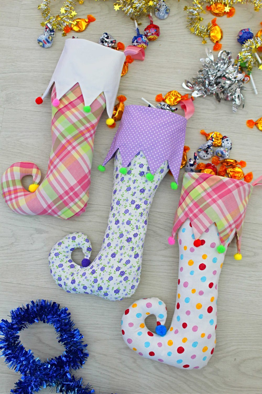 Elf stocking with curlicue toe