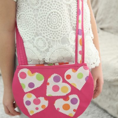Make this easy and quick crossbody bag for little girls