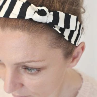 How adorable is this easy and quick knot headband?