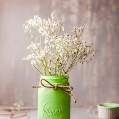 DIY St Patrick Day mason jar centerpiece