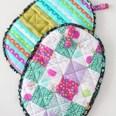 These adorable quilted potholders are so easy and fun to make
