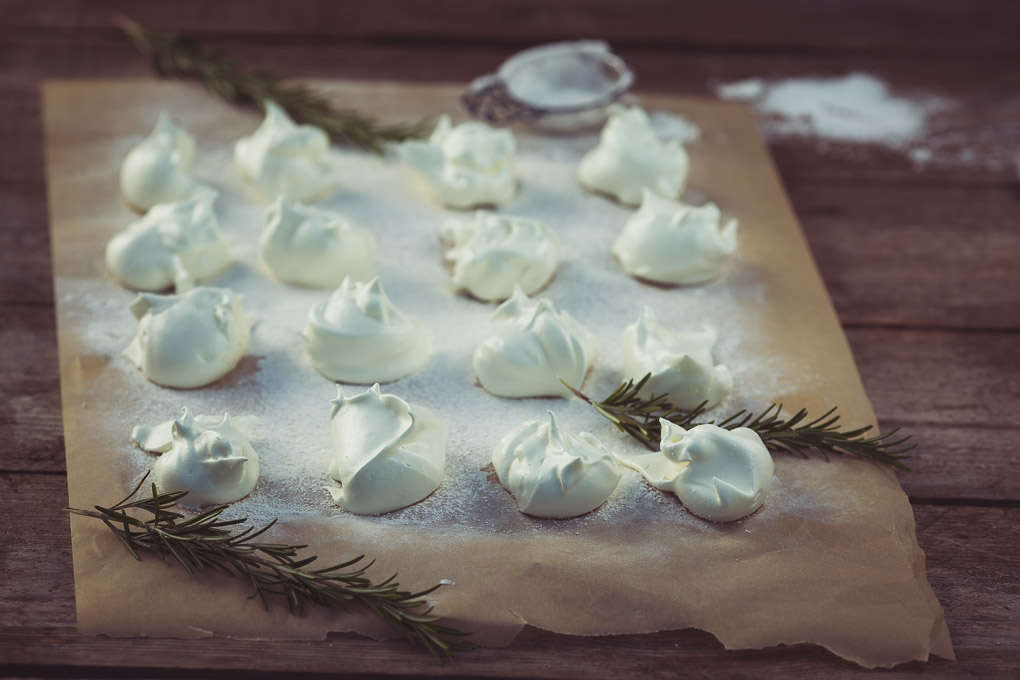 Salted Chestnuts, Rosemary Marshmallows and Hot Chocolate -- Rosemary and Vanilla Marshmallows -- Seasonal Food | https://theseasonaltable.co.uk/drinks/salted-chestnuts-rosemary-marshmallows-and-hot-chocolate/