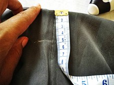Step 4: Measure the seam allowances needed. (I left 3 cms for the frilly part + 1 cm for the elastic waistband + ~1 cm for seam allowance.)