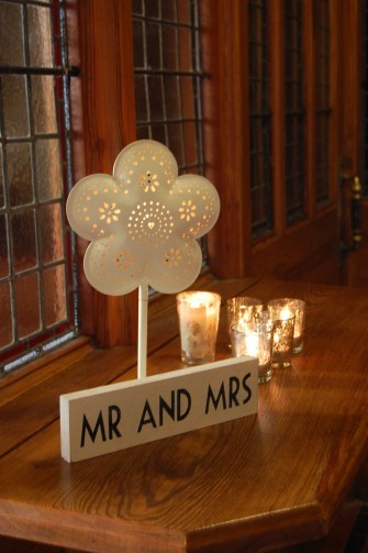 Mr & Mrs Sign