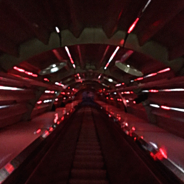 """""""Talk"""" a temporary sounds and lights exhibition at the Atomium in Bruxelles"""