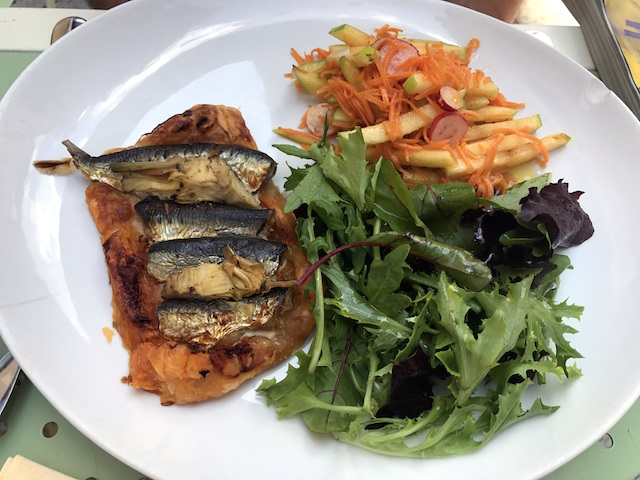 Homemade pie and salad at L'Ami Voyage in Avignon