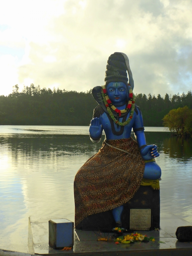 Indian statue at the Grand Bassin in Mauritius
