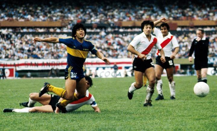 Maradona nel derby di Buenos Aires