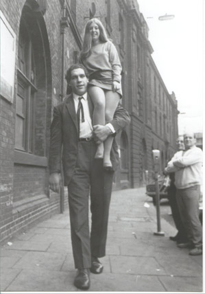 andre the giant carrying woman9f4_o
