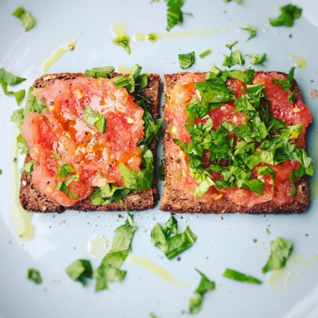 Pan con Tomate (Tomatoes on toast!)