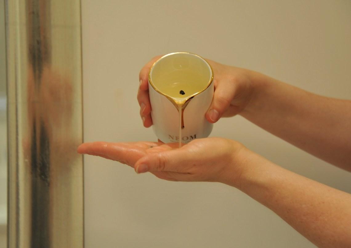 Neom Organics Treatment candle
