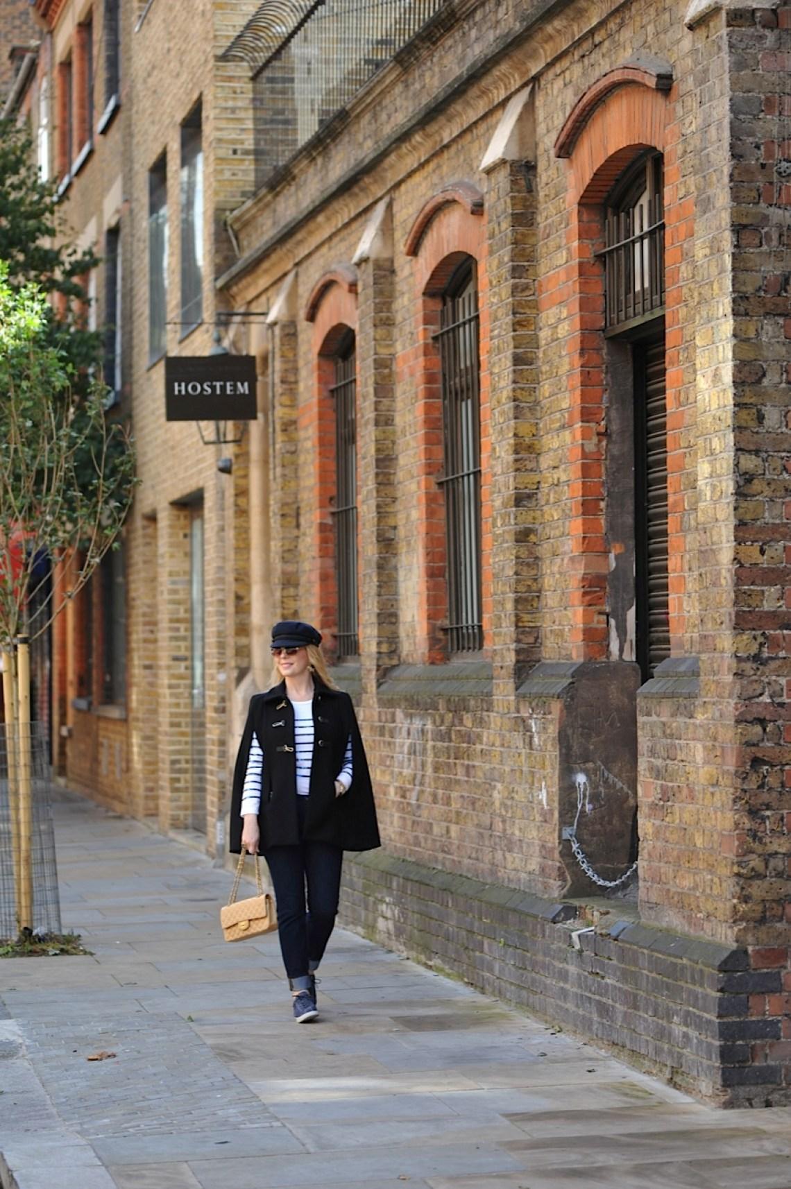Ecco Sequinist street shot