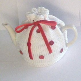 teacosy polkadot whiteandred
