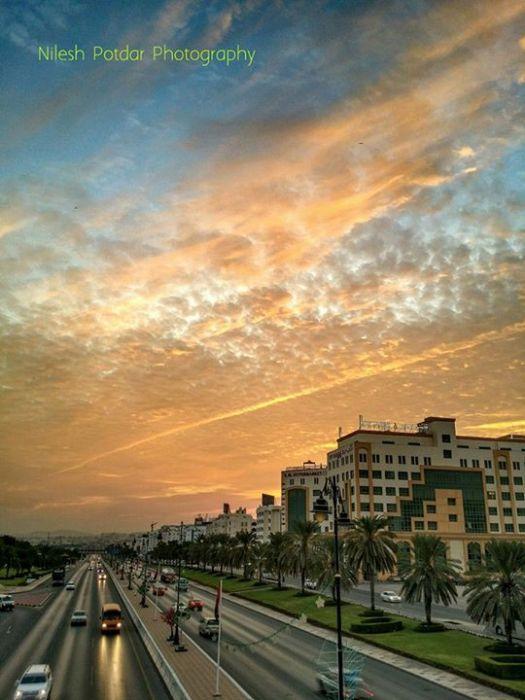 Alkhawair road by Nilesh Potdar