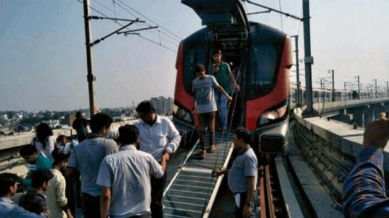 Lucknow Metro breaks down on day 1, more than 100 rescued