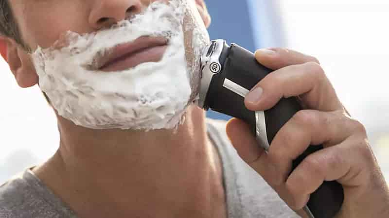 Wet shaving with Philips 3800 shaver