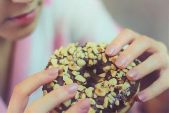 eating sugary foods