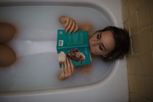 relaxing in a bath tub to combat withdrawal