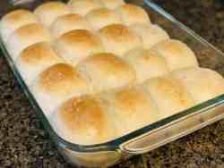 Freshly baked easy homemade soft dinner rolls
