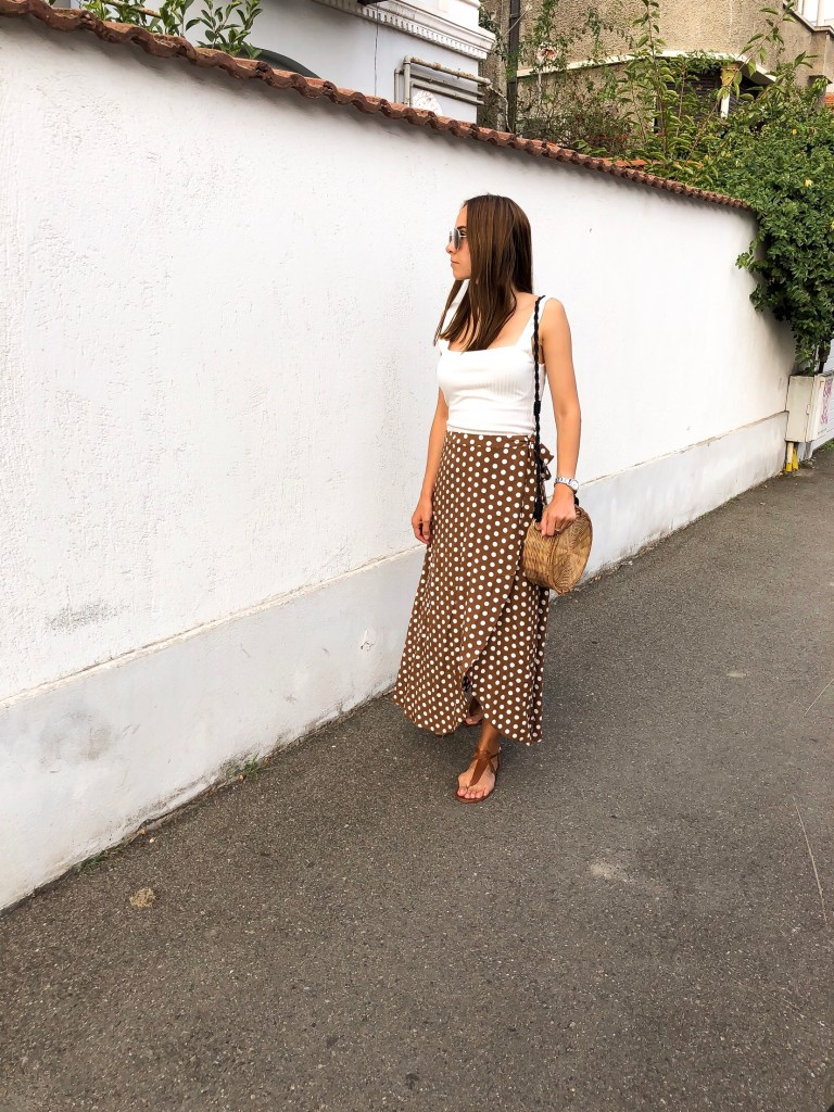 polka_dots_skirt_outfit