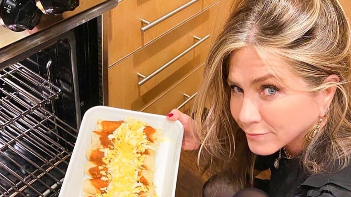 Jennifer Anniston  while cooking some delicious food