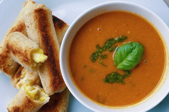 tomato basil soup featured