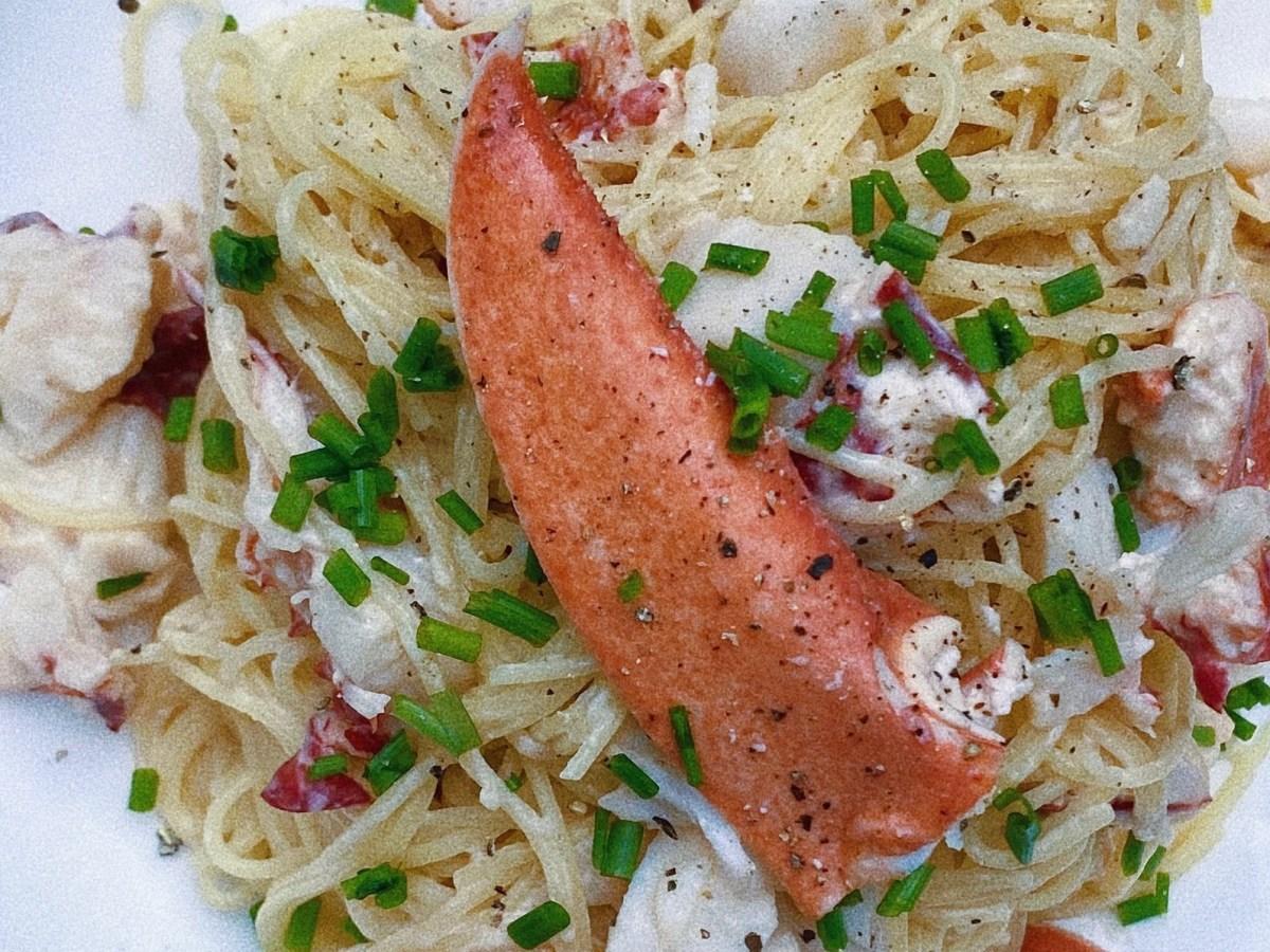 lobster cream pasta featured