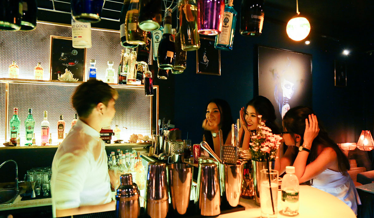 The Sip App | The Living Room Mixology bar