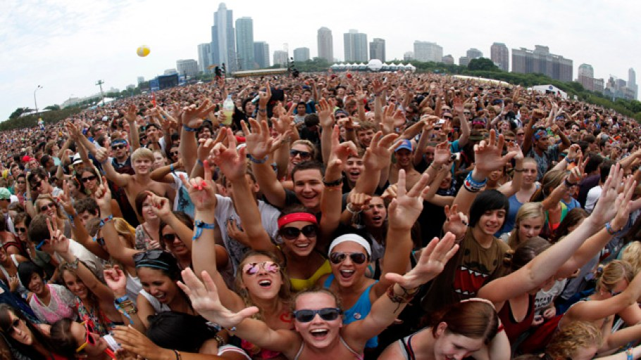 "Music fans wait to listen to ""Foster the People"" perform at the Lollapalooza music festival in Grant Park in Chicago, August 5, 2011. The giant rock festival celebrating its 20th anniversary will run three days of music with 140 artists set to perform.    REUTERS/Jim Young      (UNITED STATES - Tags: ENTERTAINMENT)"