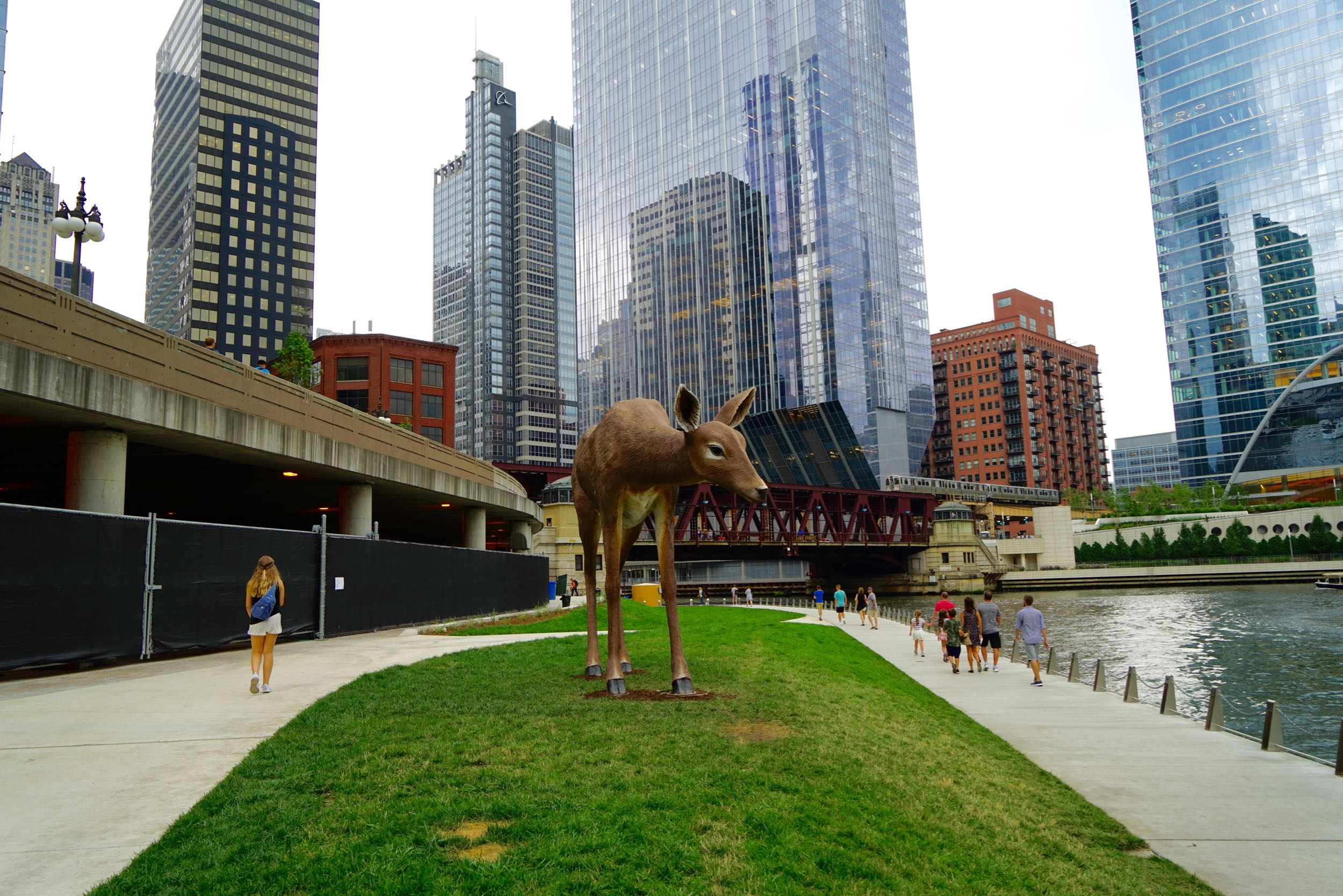 chicago riverwalk a must see and do
