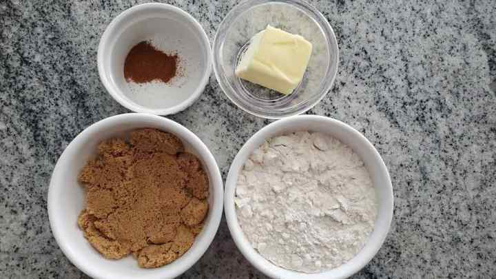 Peach cobbler topping ingredients include flour, brown sugar, butter and cinnamon.