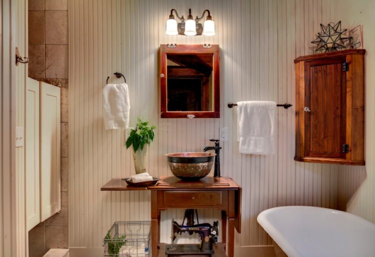 Enjoy Your Bath Time With These Beautiful Design of Bathroom Mirror Ideas 17
