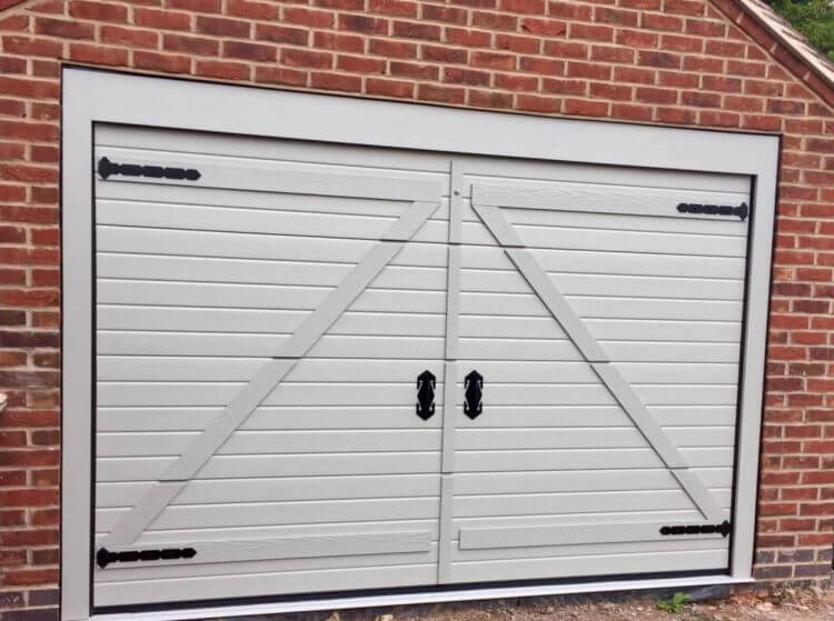 10 Astonishing Ideas for Garage Doors to Try at Home 6