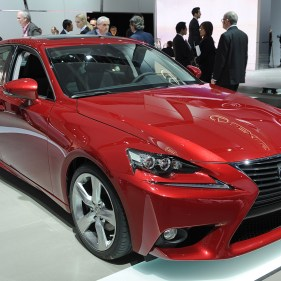01-2014-lexus-is-300h-detroit