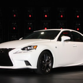 2014-lexus-is-detroit-2013---04