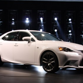 2014-lexus-is-detroit-2013---05