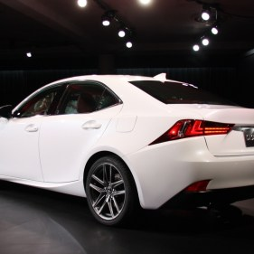 2014-lexus-is-detroit-2013---10