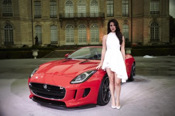 001-lana-del-ray-jaguar-f-type