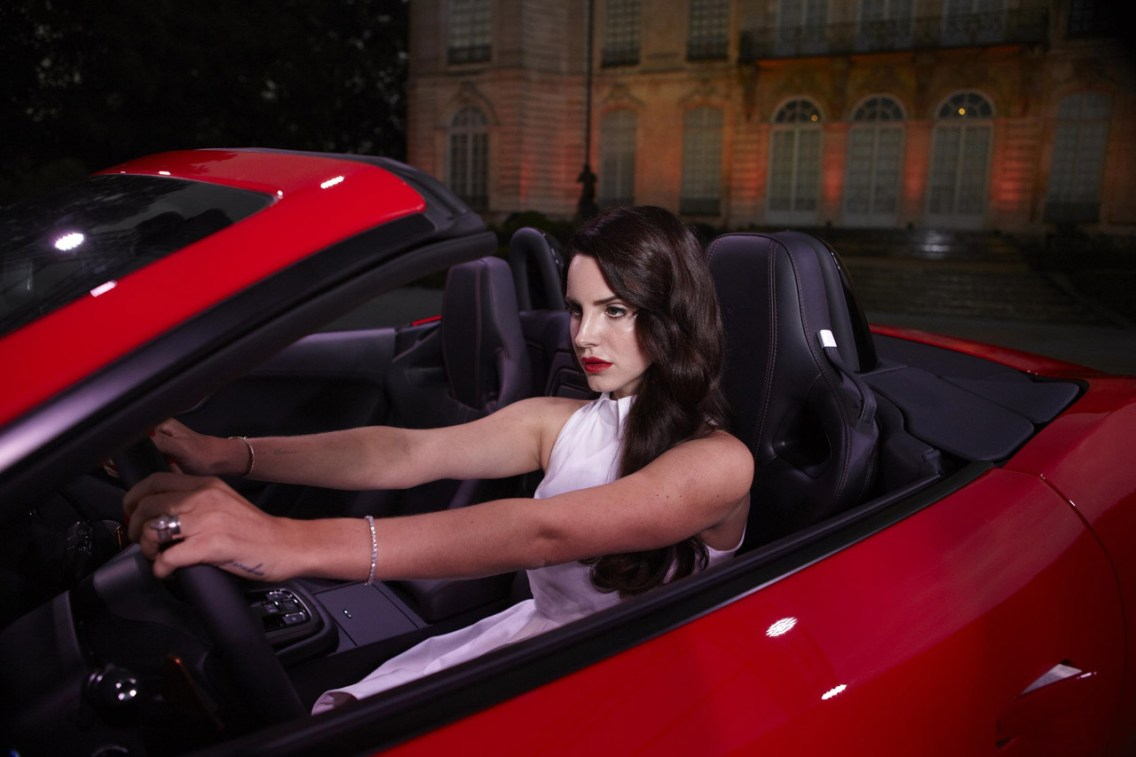 007-lana-del-ray-jaguar-f-type