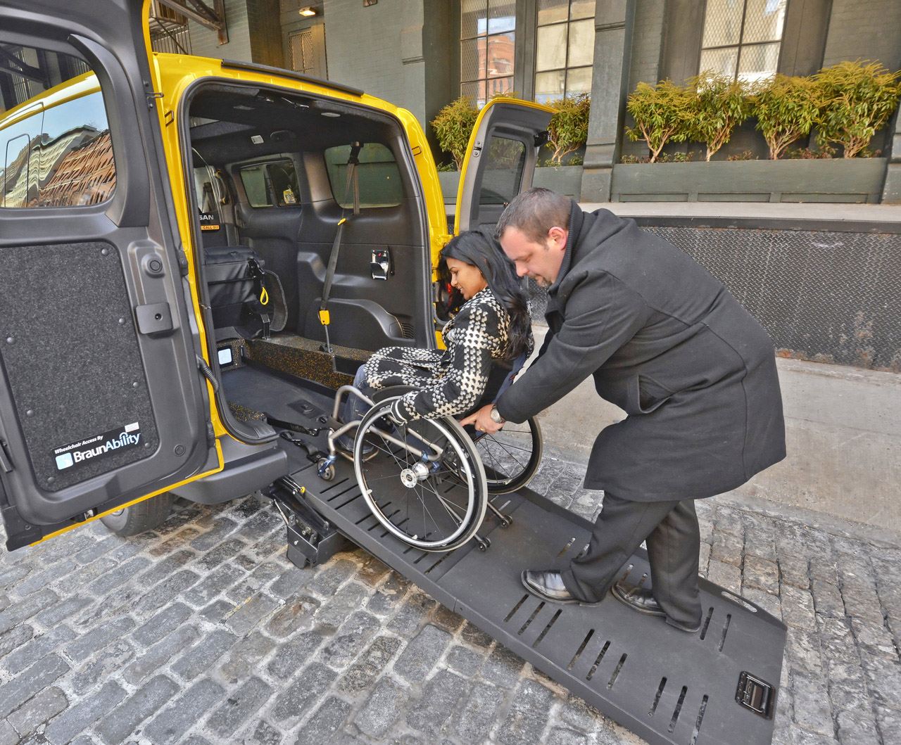 Nissan to Create Integrated Mobility Solution for NV200 Taxi wit